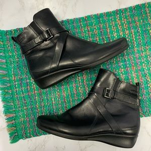 Ecco ankle booties zipper buckle strap leather 40